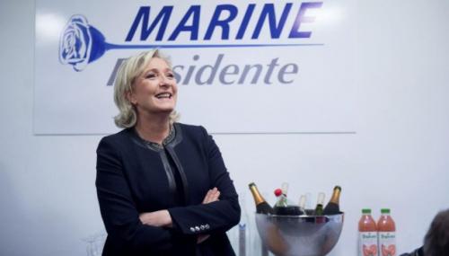 Marine Le Pen et la rose.jpg