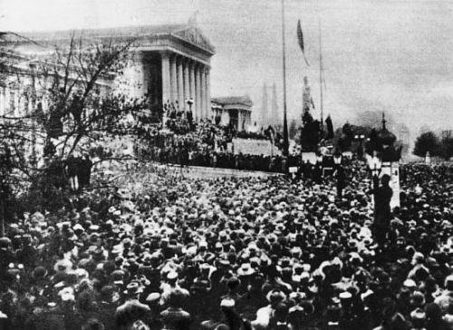 Proclamation de la République devant le Parlement à Vienne le 12 novembre 1918.jpg