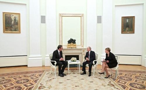 Aleksandar Vucic et Vladimir Poutine.jpg