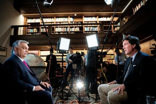 Viktor Orbán et Tucker Carlson.jpg