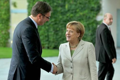 Aleksandar Vučić et Angela Merkel.jpg